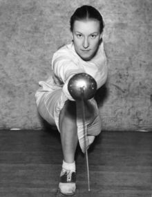 Helene Mayer won six German championships, two European championships, one World championship (1937) as well as Olympic gold (1928) and silver (1936) in foil fencing. Following her emigration, she won the US championships eight times. Foto ca. 1935