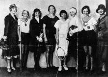 Ball of the sports press 1925, from left to right: Ellen Brockhöft (skating), Margarete Rieve (javelin), Cilly Feindt (horseback riding), Lilli Henoch (athletics), Nelly Neppach (tennis), Any Gordan (foil fencing), Hertha Aschenbacher (long jump), Else Samek (golf).