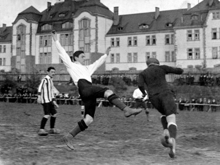 Julius Hirsch in action.