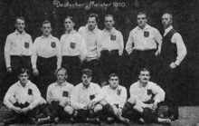 The championship team KFV in 1910. In the first row on the far left is Gottfried Fuchs, his teammate Julius Hirsch, also in the first row, is pictured second from the right.